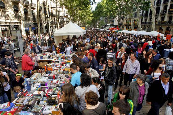 https://www.estudiohispanico.com/blog/wp-content/uploads/2016/04/sant-jordi-barcelona-rambla-1.jpg